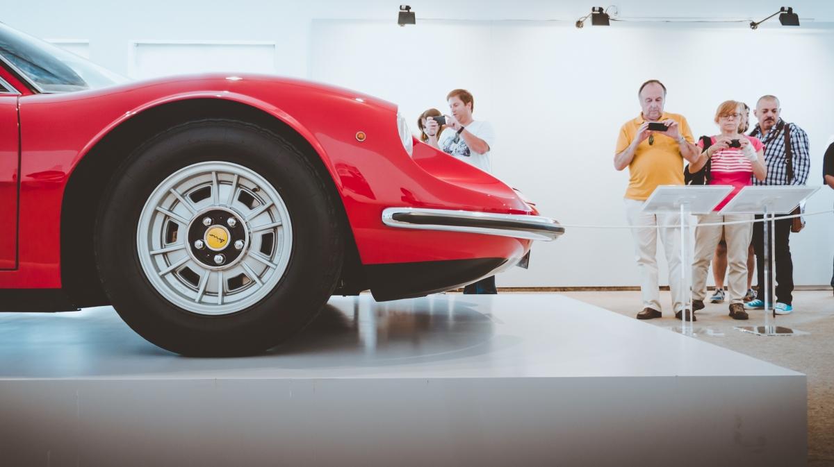 Ferrari: 70 anos de paixãomotorizada.